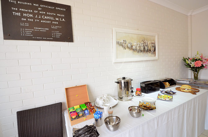 Mackellar Motel open at 6.30 am Monday to Friday for breakfast