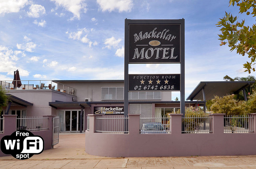 The Mackellar Motel is located directly across the road from the Gunnedah Services and Bowling Club